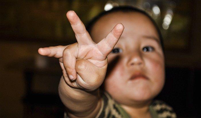 Psico Ayuda Infantil - Mi hijo se chupa el dedo: consecuencias y cómo evitarlo (succión digital)